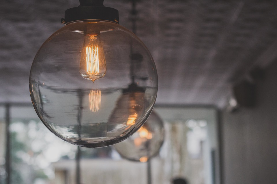 Allumez L'Ampoule Led Filament Pour Une Ambiance Rétro !